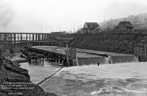 The Fremont spillway constructed with the 1914 repair of the collapse timber high bridge.  Dec. 11, 1914