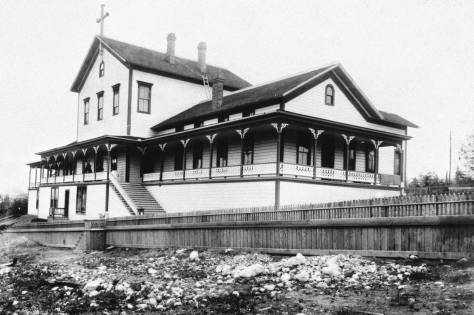 GRACE HOSPITAL on Summit Avenue between Union and Pike Streets.  Seattle's Protestant hospital could not compete with the Catholic's Providence, and it closed to be replaced with Summit School, below.