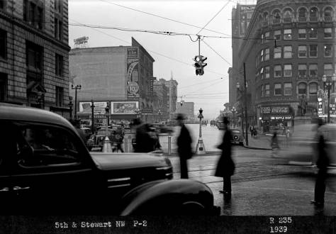Taffic light at 5th and Olive, looking north from Westlake Ave., 1939.