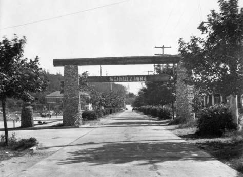 Looking through the Schmitz Park arch south on Schmitz Park Boulevard (s.w. 59th ave.) from its corner with S.W. Lander Street. This was used by Jean and I in a feature about three years ago, and Ron Edge has included it below among this week's relevant links. [Courtesy, Museum of History and Industry]