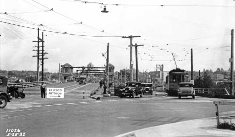Traffic detoured to the temporary bridge - seen from the south end on May 26, 1932. [Courtesy, Municipal Archive]