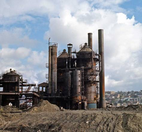 "Franks Shaw's first slide of the future Gas Works Park date from Feb. 5, 1974. He has titled this one ""stacks and tanks (cracking towers)."