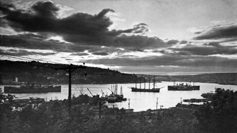 Another of our featured bay, undated but sometime after the 1932 opening of the Aurora Bridge.