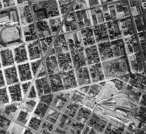 This detail from the 1929 aerial survey of Seattle shows the line-up or spread then of the regrade's moveable conveyors and how the join at the intersection of Fifth Avenue and Battery Street.