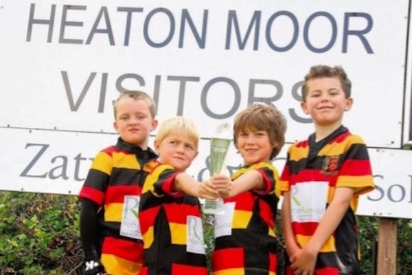 Heaton Moor RUFC youngsters with the trophy