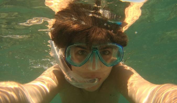 Yo debajo del agua haciendo snorkel en Calpe