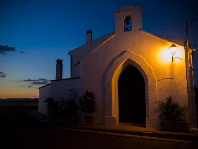 Ermita de la Magdalena de noche en Granja de Torrehermosa