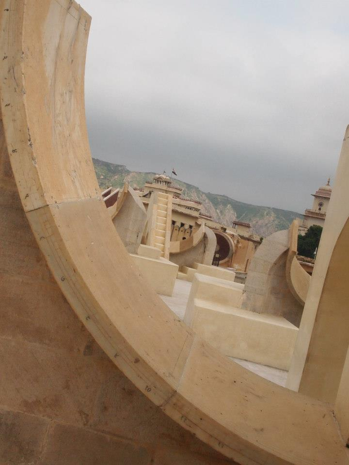 Instrumentos astronómicos de Jantar Mantar en Jaipur