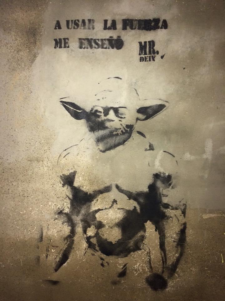 Plantilla en la pared de Yoda en León