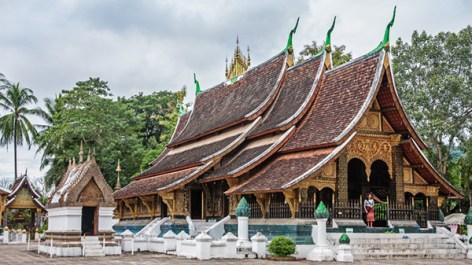 Das kunstvoll 5-fach gestaffelte Dach im Wat XiengTong ist eine große Verbeugung für Buddha
