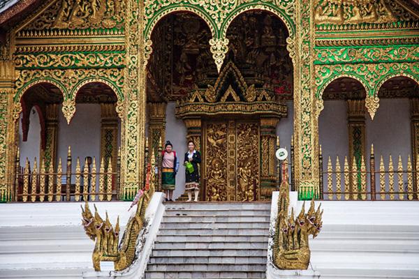 Nagas beschützen den Phra Bang Buddha
