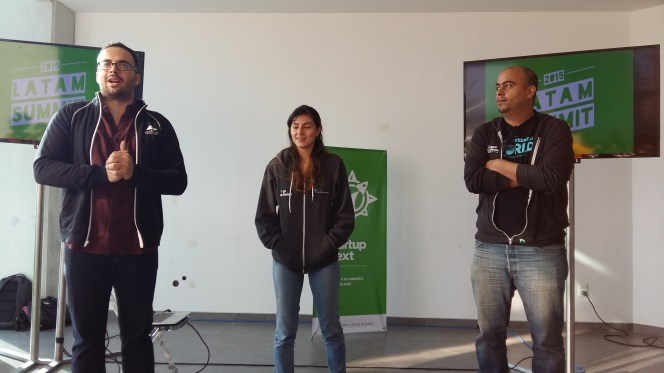 Aldo y Luchi (equipo Techstars Latam) con Mak Gutierrez de Hacker Garage.