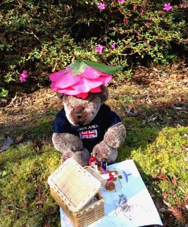 Editor Des in his spring bonnet!