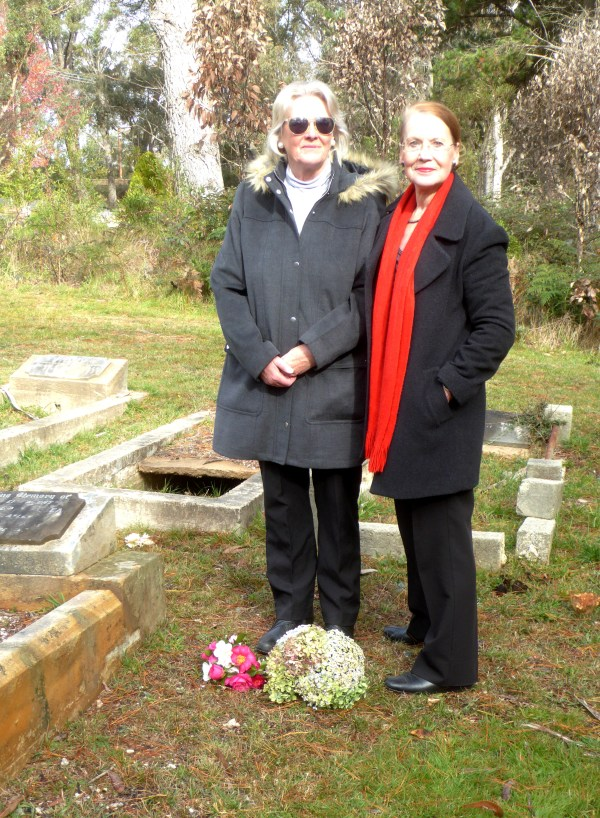 Larraine Hoe and Pauline Conolly placing flowers on Linda Loosley's grave.