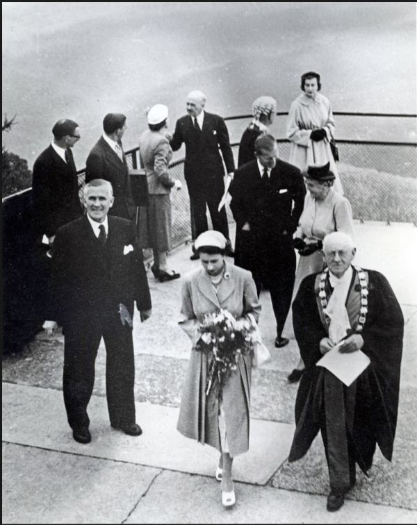 Queen Elizabeth at Echo Point, Katoomba