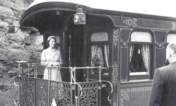 Queen Elizabeth aboard the train at Katoomba