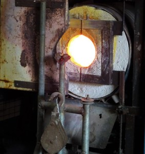 Glass blower's furnace