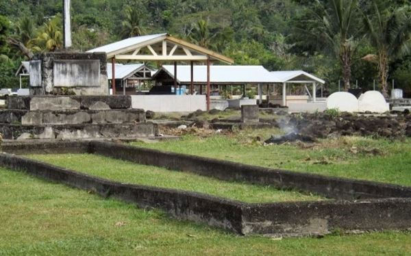 Mass grave floowing flu epidemic in Samoa.