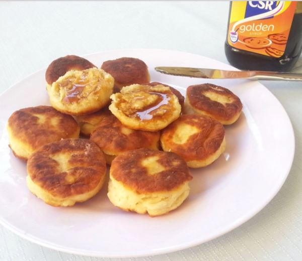 Puftaloons with golden syrup