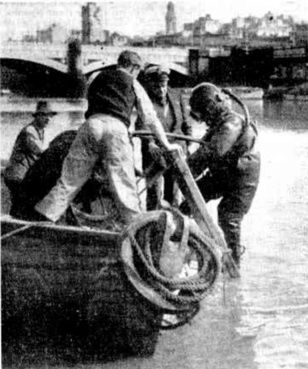 Diver descends into the Yarra in the hope of solving a gold fraud case.