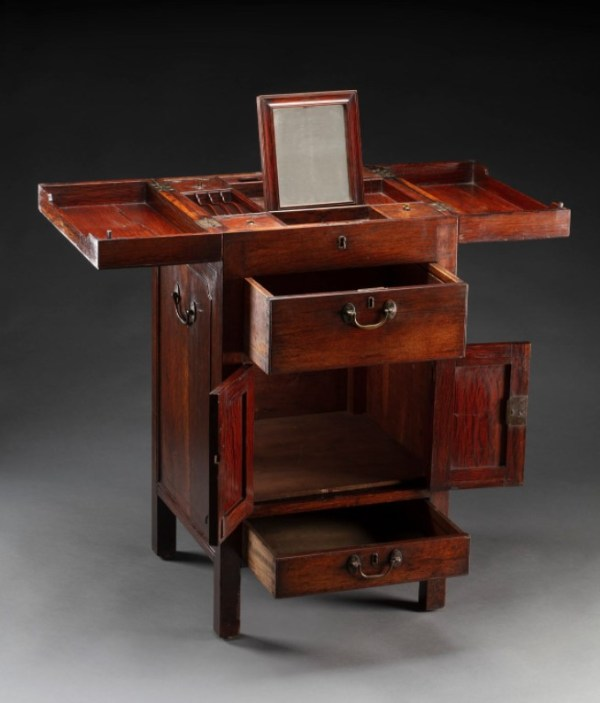 The extended  dressing desk made for Anna King.