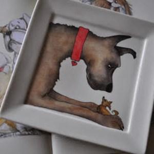 hond geschilderd op porselein