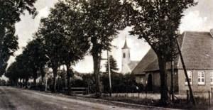 Paulinenaue in den 1930er Jahren, rechts das Schulhaus