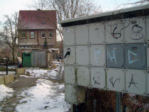 Ein wahres Kreuzworträtsel entstand hier an einem Stromkasten in Bahnhofsnähe.