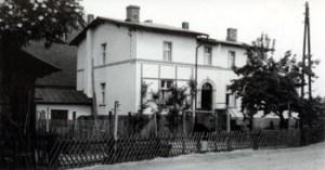 Abb. 2: Die Ruppiner Straße 1, eines der typischen Bahnerhäuser (erbaut 1859)