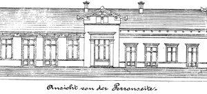 """Durch das """"Vestibül"""" tritt man, vom Dorf kommend, auf den Bahnsteig. Das war auch noch 100 Jahre später so üblich."""