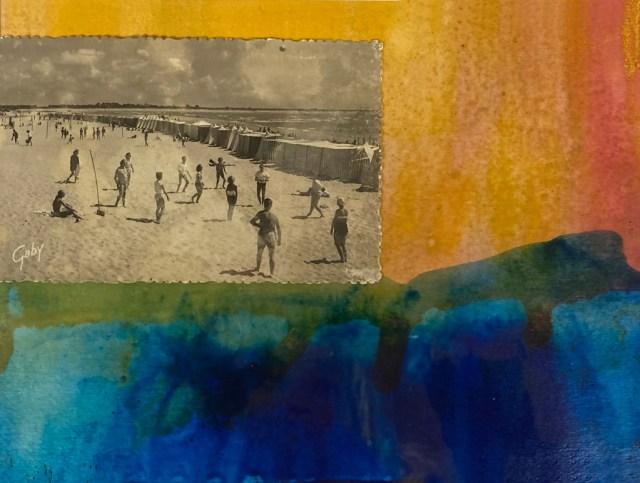 Un horizon coloré, une ancienne carte postale comme souvenir d'un instant de détente sur la plage.