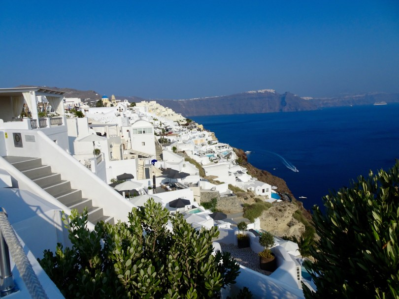 Walking around in Oía is one of many lovely things to do in Santorini when having 48 hours - Pauline Travels