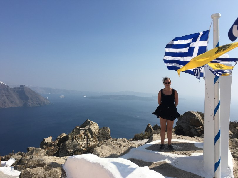 Fira to Oía walk is one of many things to do in Santorini when having 48 hours - Pauline Travels blog