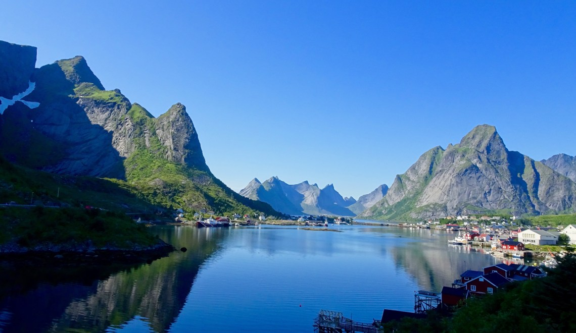 We went exploring the National Tourist Route of the coast of Helgeland and then further on to Lofoten. This Road Trip includes 2 of the 18 scenic National Tourist Route in Norway, that consist of scenic lookout points, visitor centers, bridges and public toilets. When being on a road trip, it is all about the stops along the road and the journey. Let's not forget the cinnamon rolls! We had long days in the cars with 5 hours driving almost every day sometimes even a bit more because the ferries do take their time on these two National Tourist Routes.