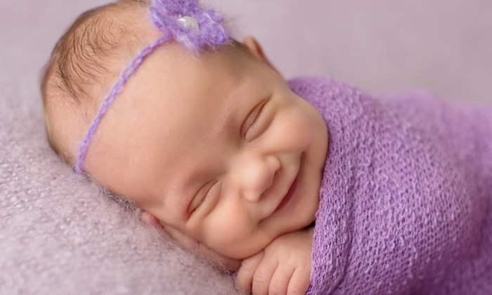 Bayi Tersenyum Saat Tidur