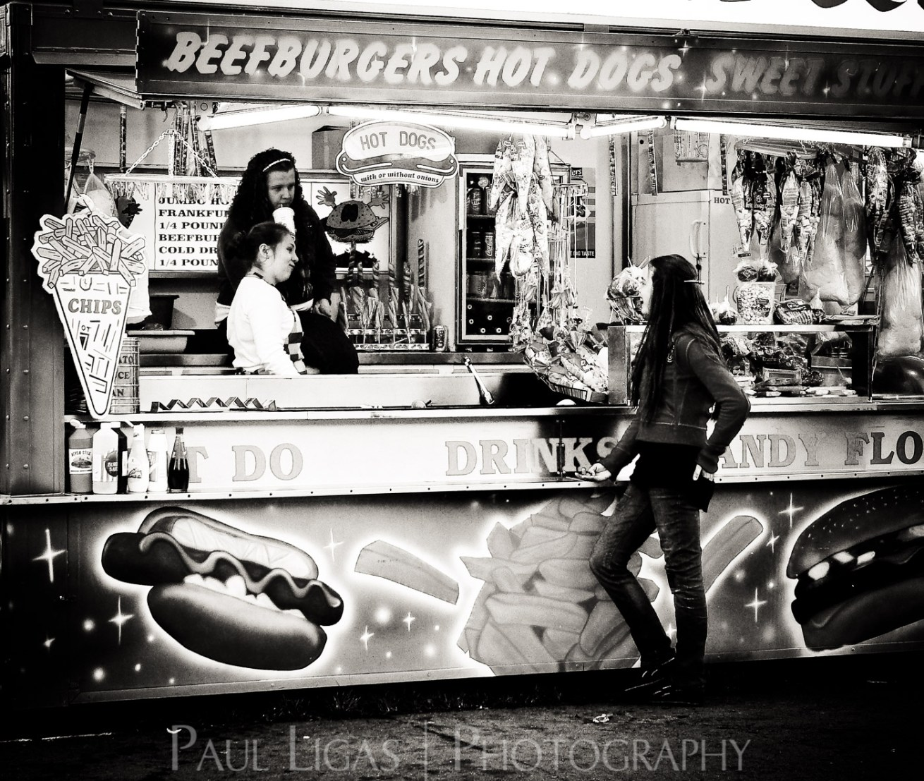 At The Fair, Newbury, Berkshire people candid photographer photography herefordshire 90400