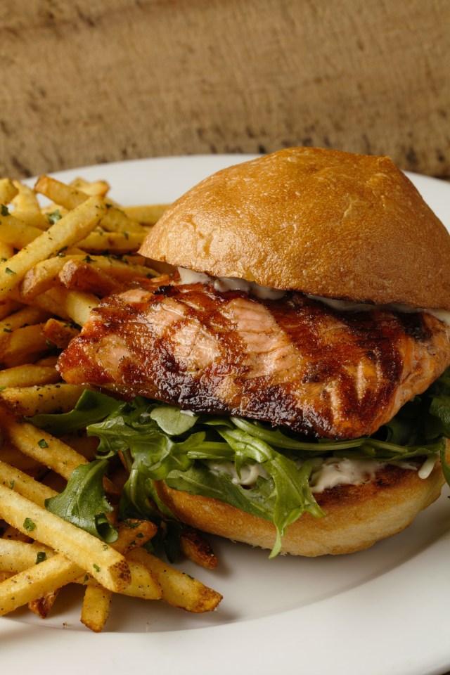 grilled-salmon-sandwich