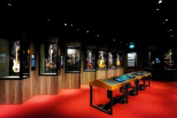 2-The-Rolling-Stones-Exhibitionism