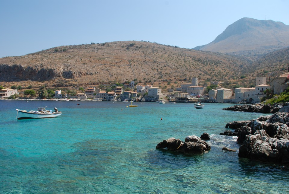 Limeni boasts a locally famous fish taverna. It was the home of the Mavromichalis clan, who helped Greece win independence