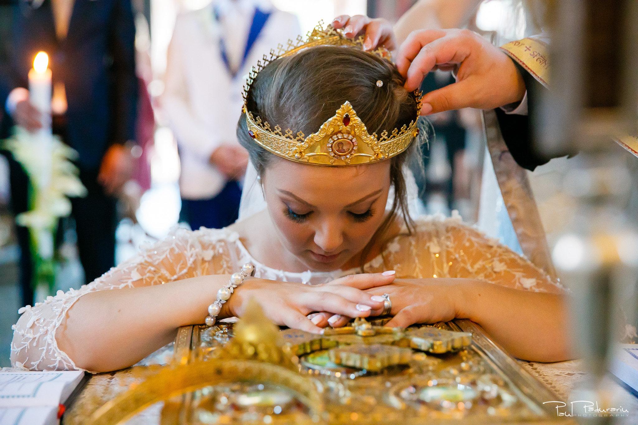 Cununia religioasa nunta Ema si Tudor fotograf de nunta iasi www.paulpadurariu.ro © 2017 Paul Padurariu punere cununii mireasa