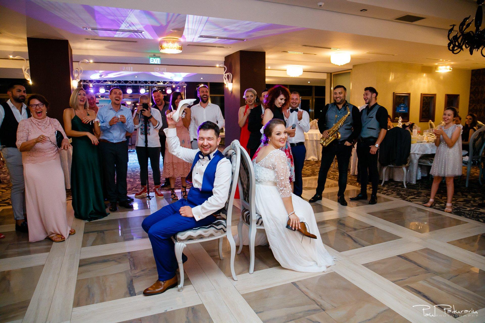 Petrecere la Pleaiada nunta Ema si Tudor fotograf profesionist de nunta iasi www.paulpadurariu.ro © 2017 Paul Padurariu momentul pantofilor