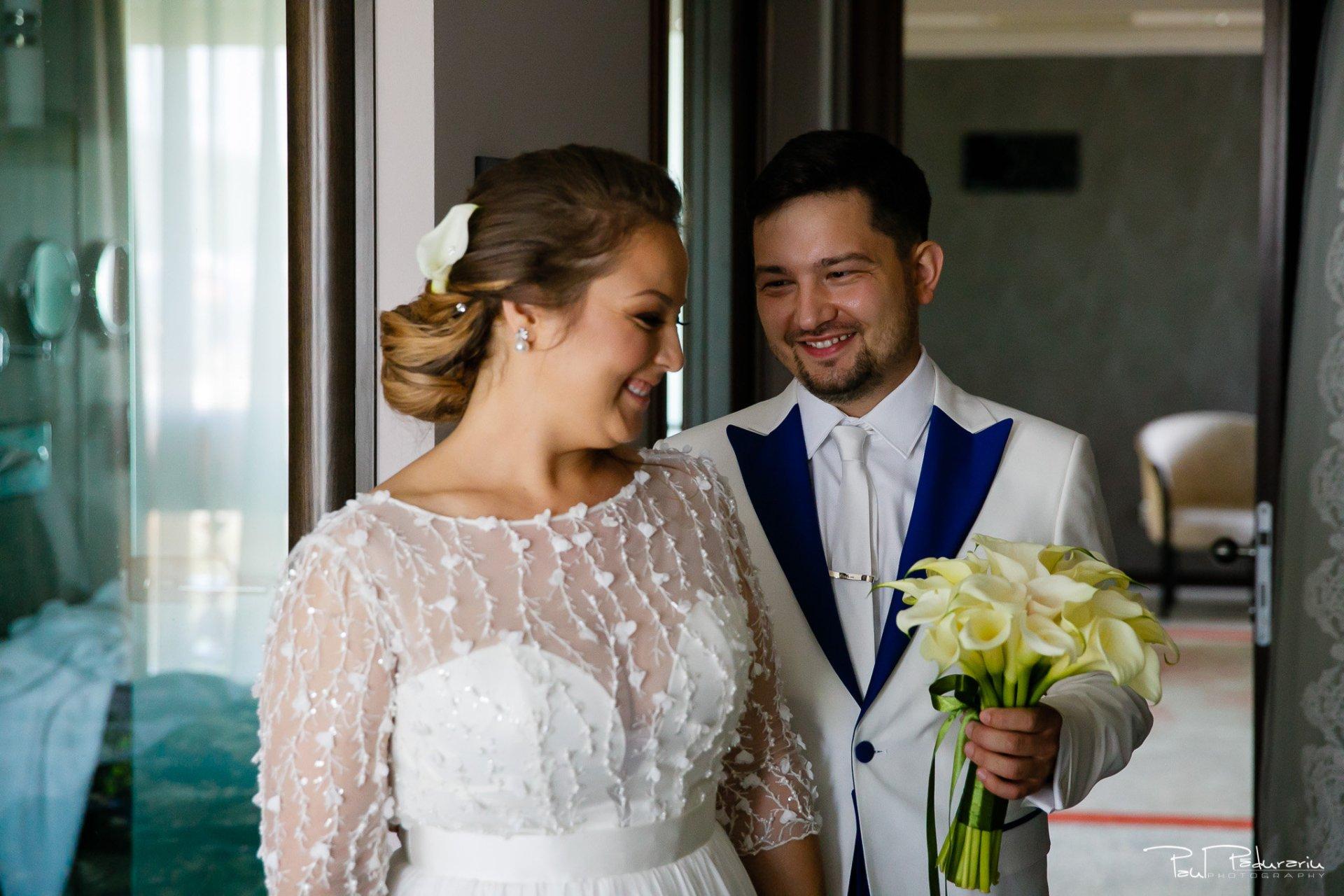 Pregatiri nunta Ema si Tudor fotograf de nunta iasi www.paulpadurariu.ro © 2017 Paul Padurariu - mireasa si mire revedere