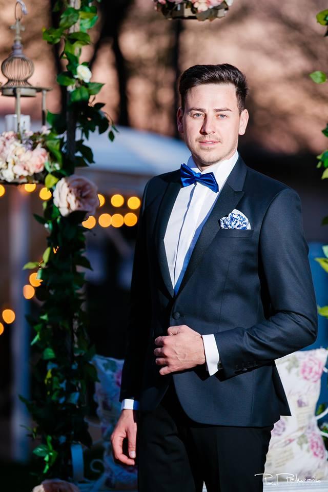 Prezentare costum mire elegant papion albastru Seroussi Iasi Ceremony Summer 2018 la Elysium Events fotograf profesionist Paul Padurariu