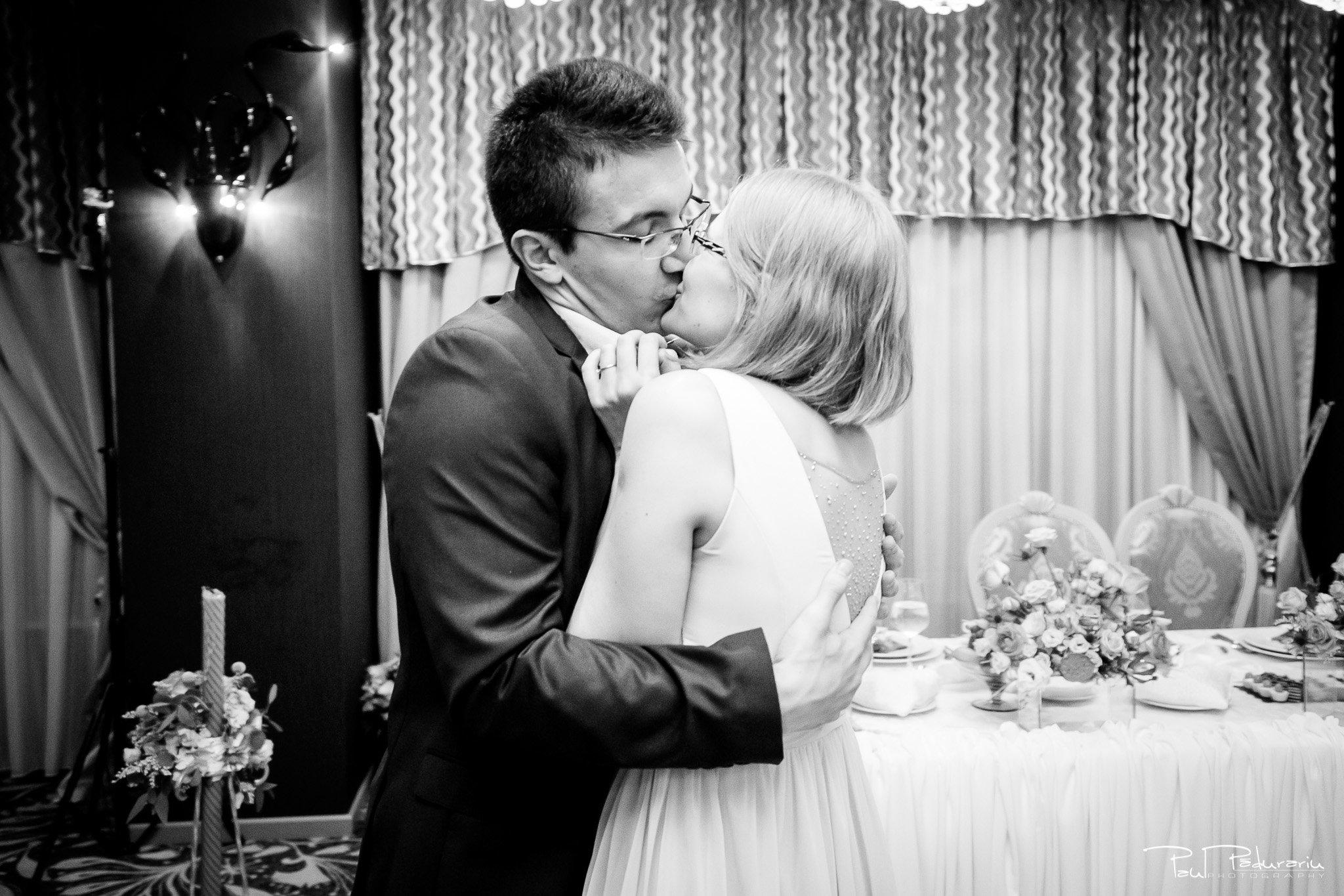 Nunta la Pleiada Iasi Alexandra si Vlad cuplu invitati www.paulpadurariu.ro © 2017 Paul Padurariu fotograf de nunta iasi