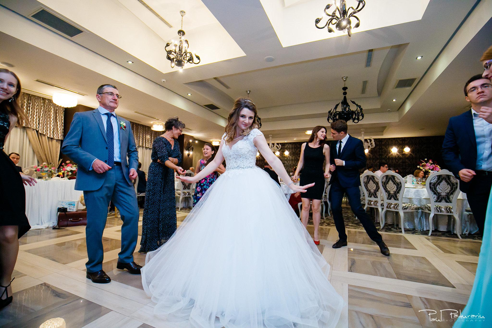 Nunta la Pleiada Iasi Alexandra si Vlad mireasa dansand www.paulpadurariu.ro © 2017 Paul Padurariu fotograf de nunta iasi