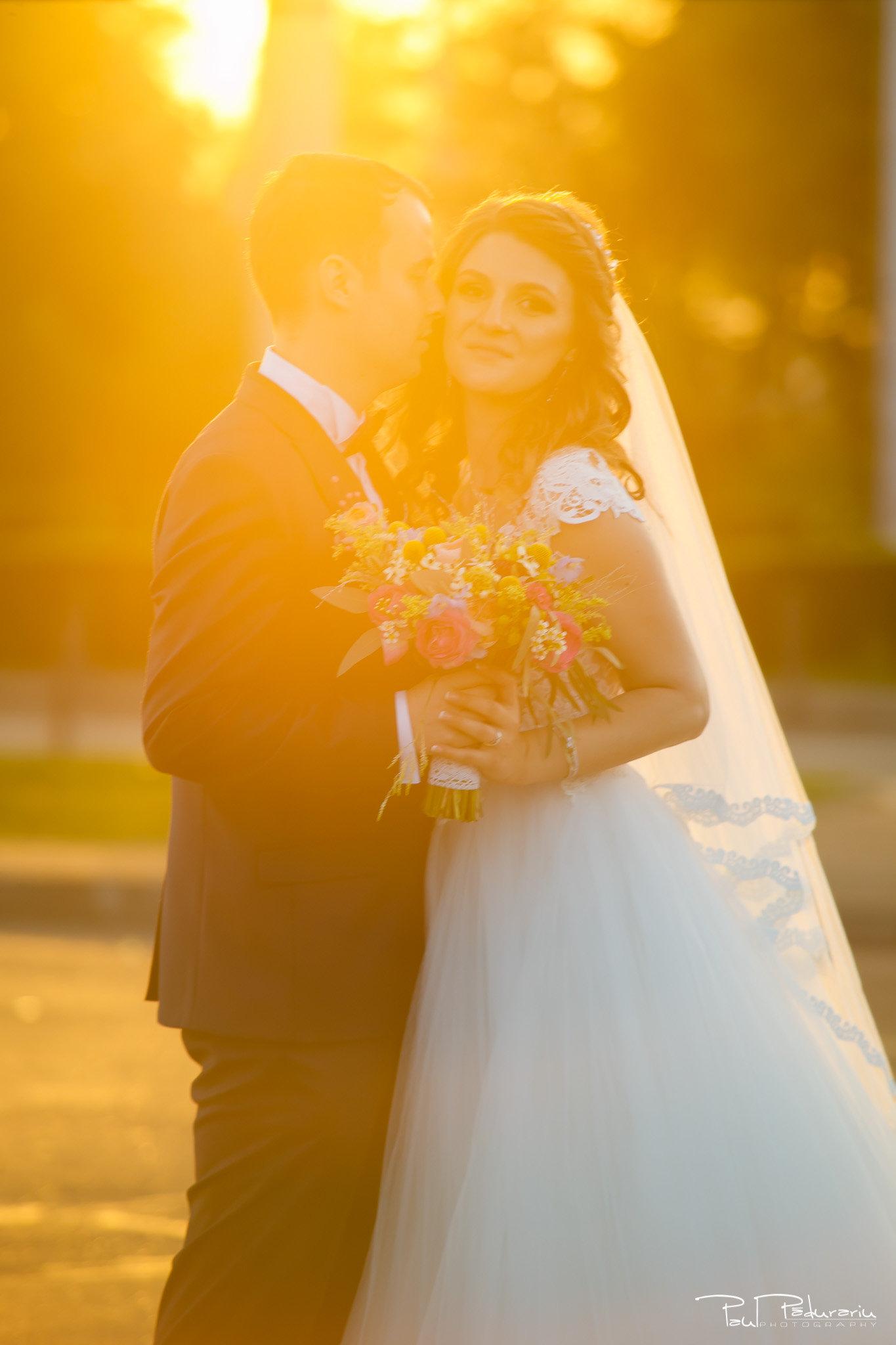 Alexandra si Vlad sedinta foto mire mireasa Palatul Culturii fotograf de nunta iasi www.paulpadurariu.ro © 2017 Paul Padurariu cadru miri apus