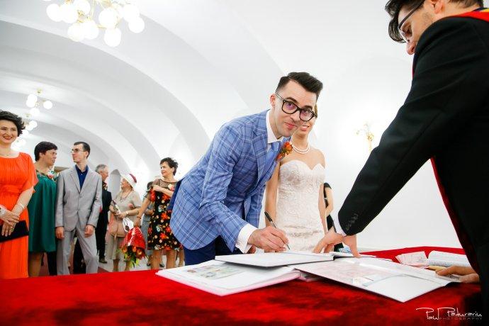 Roxana si Silviu Nunta Hotel Eden Iasi - oficierea starii civile mire - fotograf profesionist nunta www.paulpadurariu.ro © 2017 Paul Padurariu