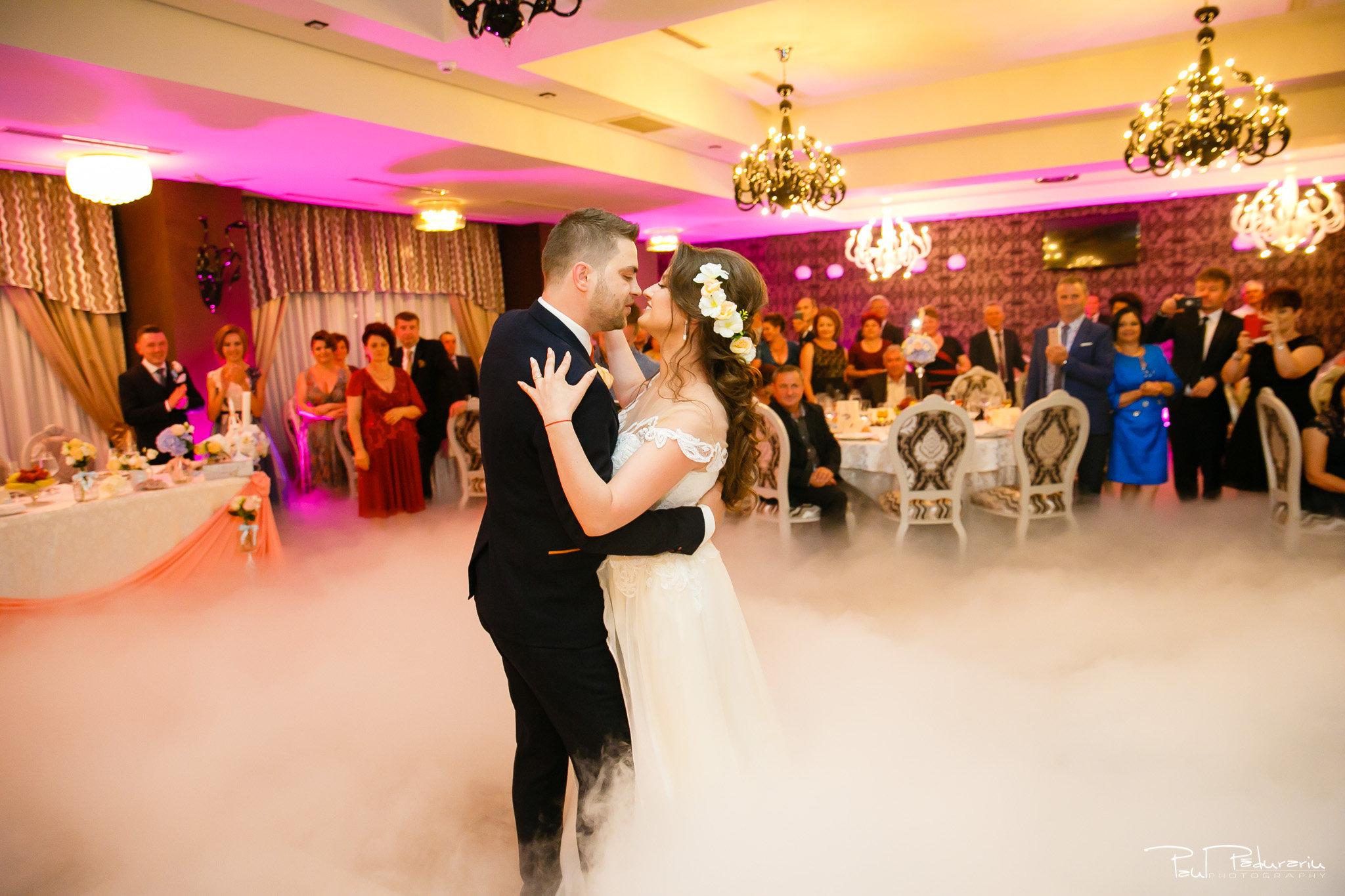 Dansul mirilor Ariadna si Iulian petrecere nunta Iasi www.paulpadurariu.ro © 2017 Paul Padurariu fotograf profesionist