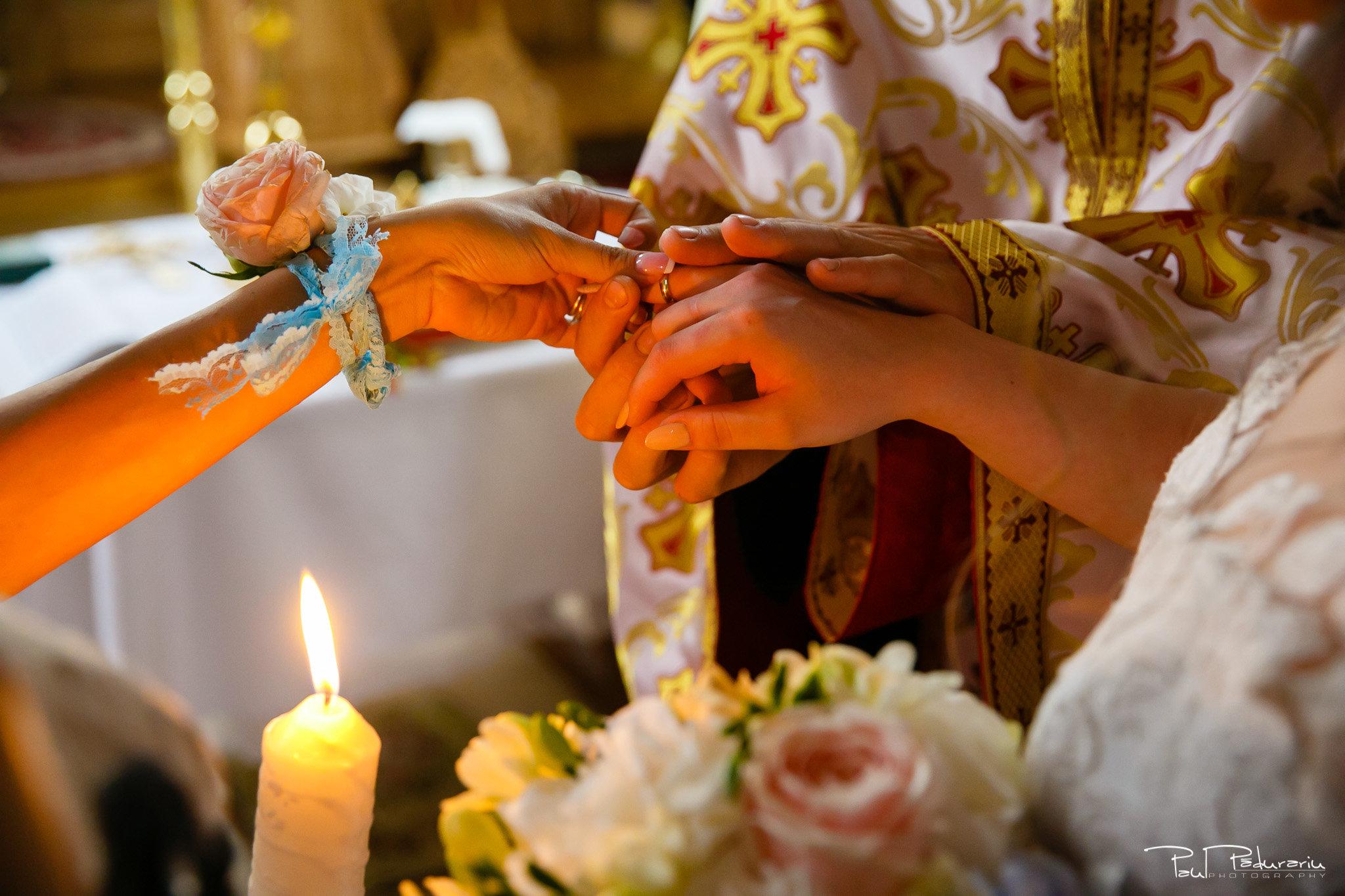 Adriana si Iulian moment verighte cununie religioasa - fotograf profesionist Iasi www.paulpadurariu.ro © 2017 Paul Padurariu