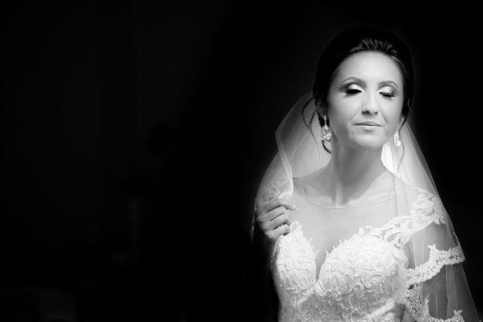 Loredana si Ciprian pregatiri mireasa fotograf profesionist nunta Iasi www.paulpadurariu.ro © 2017 Paul Padurariu